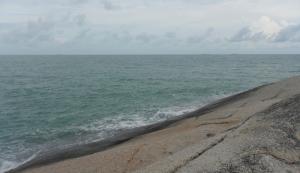 Tepian Pantai Penyabong Belitung