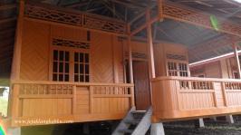 Rumah Kayu Wales Woloan Manado