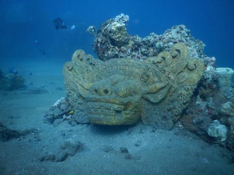 jemeluk amed hotel bali scuba diving freedive patung underwater