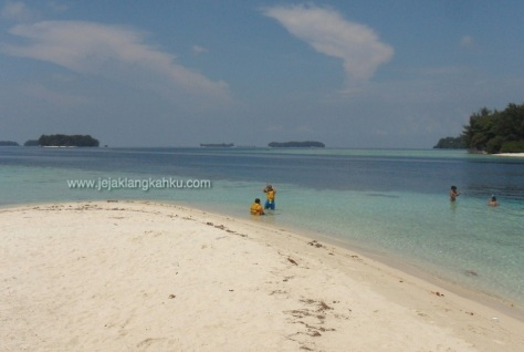 wisata pulau seribu snorkeling underwater beach
