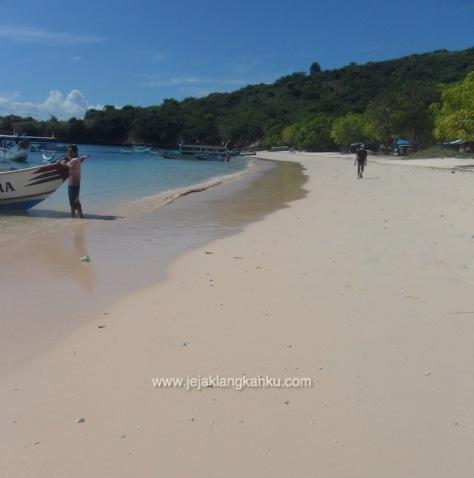 pantai pink lombok 13