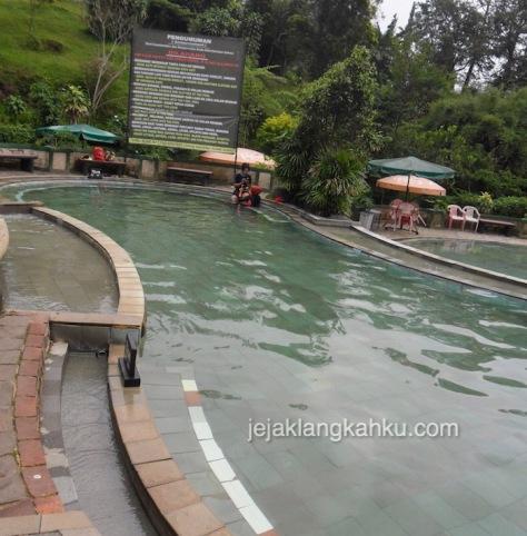kolam renang air panas sari ater 2