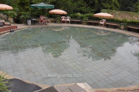 kolam renang air panas sari ater 3