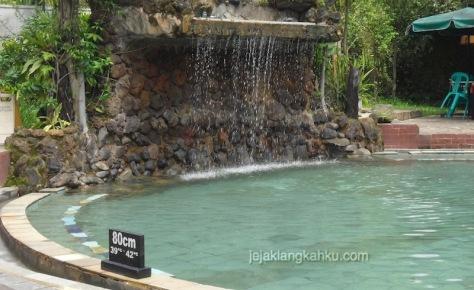 kolam renang air panas sari ater 4