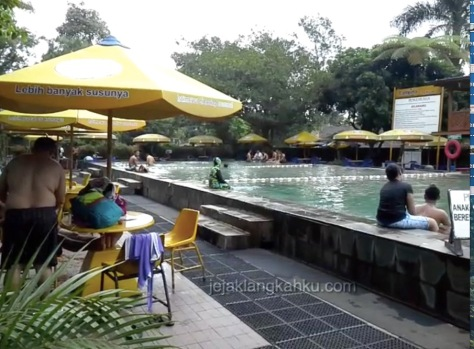 kolam renang air panas sari ater 9