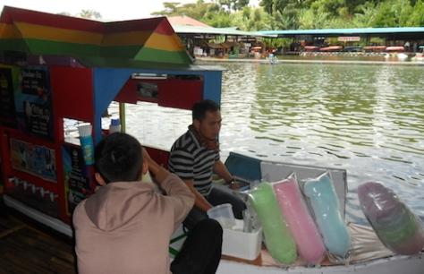 kuliner floating market lembang 19